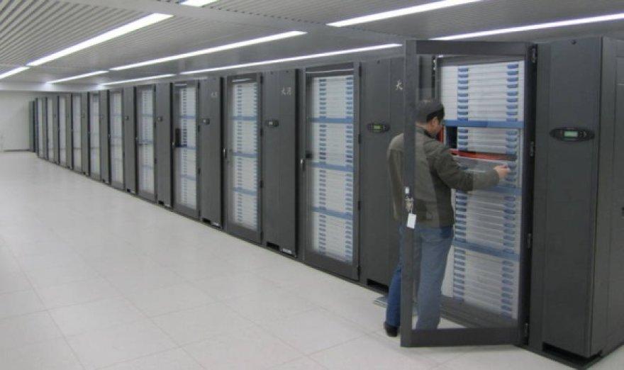 """Superkompiuteris """"Tianhe-1A""""."""