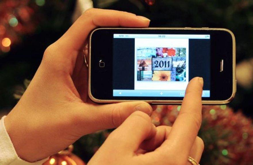 """Išmaniojo telefono """"iPhone"""" žadintuvo klaida daugybei vartotojų sugadino nuotaiką pirmosiomis 2011-ųjų dienomis."""