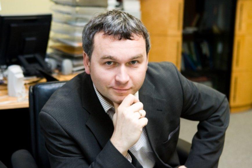 """R.Kuodžiui Lietuvos ekonomikos augimas primena """"plaukimą viena ranka""""."""