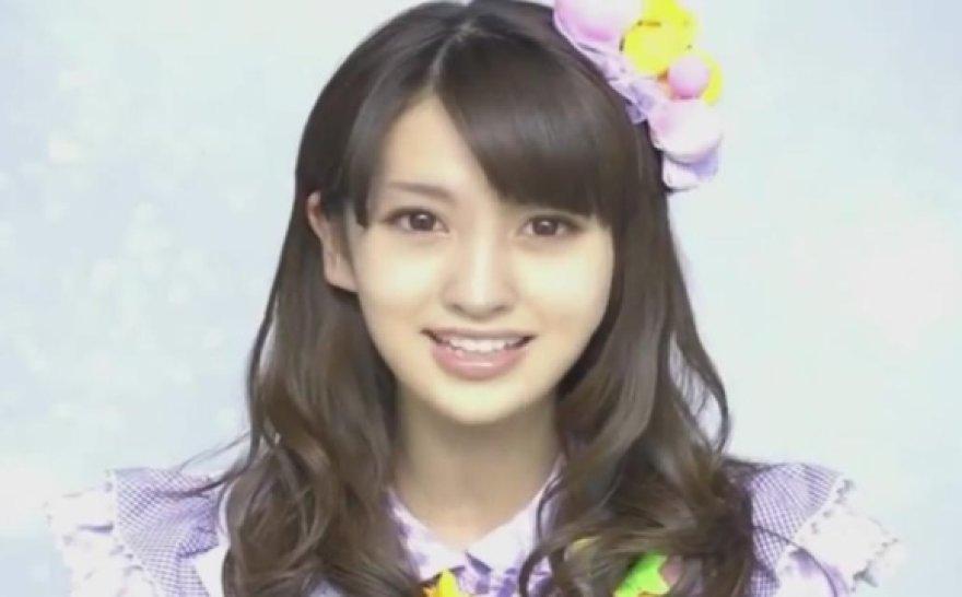 Japonijos popmuzikos grupės AKB48 narė Eguchi Aimi tėra kompiuteriu sukurtas merginos atvaizdas.