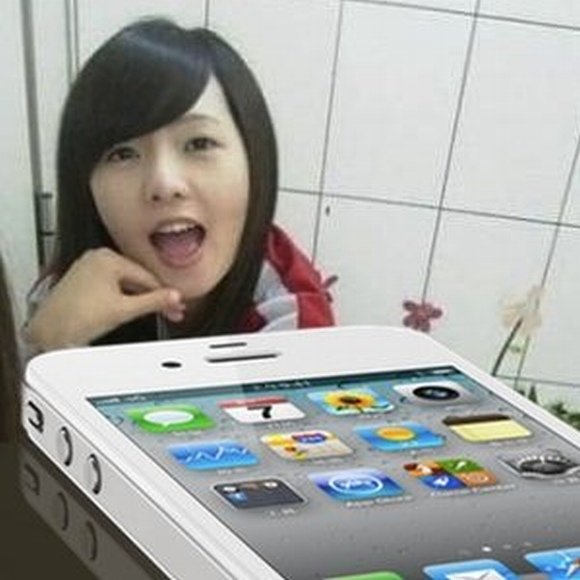 """Mergina, pasivadinusi tiesiog Wen, teigia, kad ji svajoja turėti baltą """"iPhone"""" ir dėl jo yra pasiryžusi atiduoti nekaltybę."""