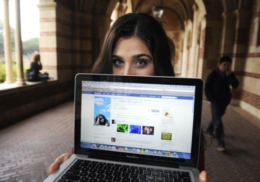 Saugumo specialistai pastebi, kad žmonės internete atskleidžia pernelyg daug asmeninės informacijos.