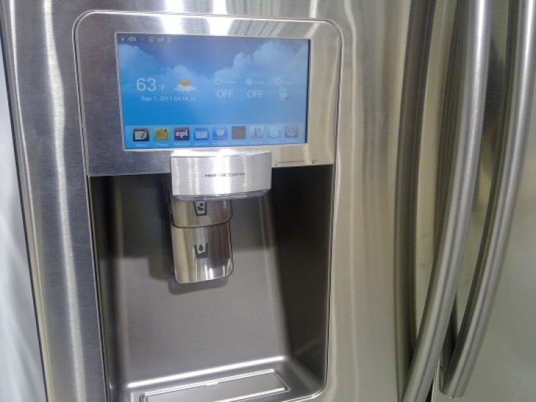 """Šaldytuvas """"Samsung RF4289"""" su 8 colių įstrižainės lietimui jautriu ekranu"""