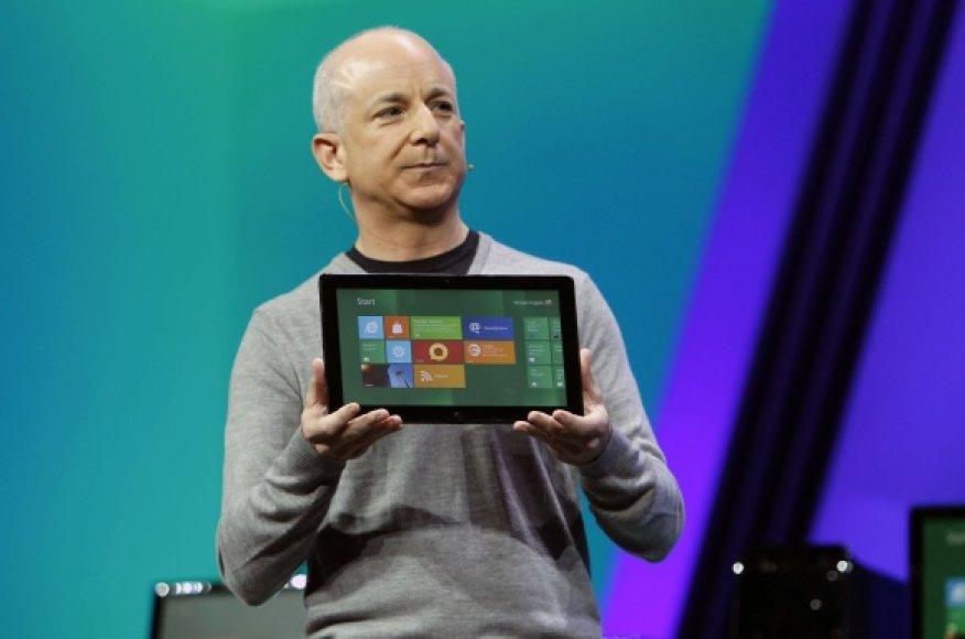 """""""Windows"""" padalinio vadovas Stevenas Sinofsky pristato """"Windows 8""""."""