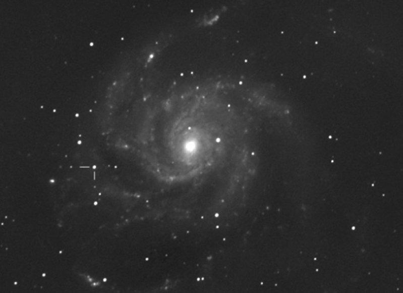 """Galaktika M101 prieš supernovos """"SN 2011fe"""" sprogimą."""