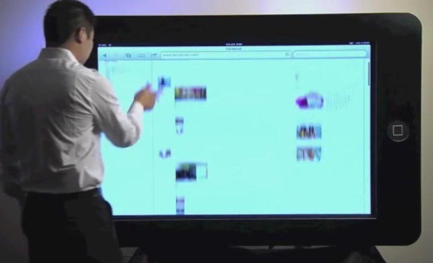 """70 colių įstrižainės ekraną turintis """"Padzilla"""" drąsiai gali būti tituluojamas didžiausiu planšetiniu kompiuteriu pasaulyje."""
