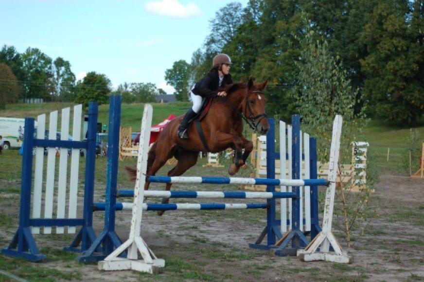 """""""Bėk, bėk, žirgeli"""" suburia ir profesionalius sportininkus, ir tiesiog žirgų mylėtojus."""