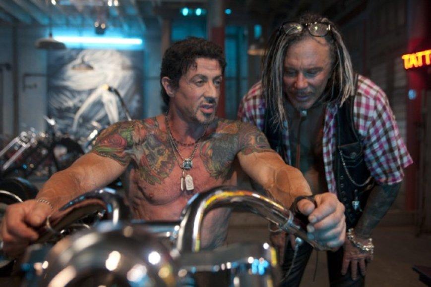 """Filme """"Nesunaikinami"""" S.Stallone - ir aktorius, ir režisierius."""