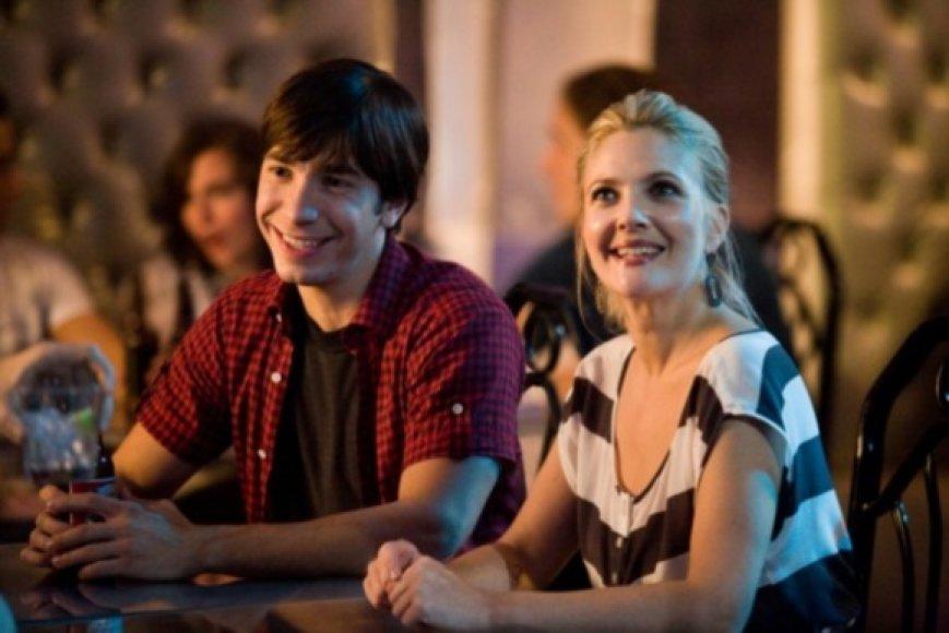 """Filme """"Meilė per atstumą"""" vaidina Drew Barrymore ir Justinas Longas"""