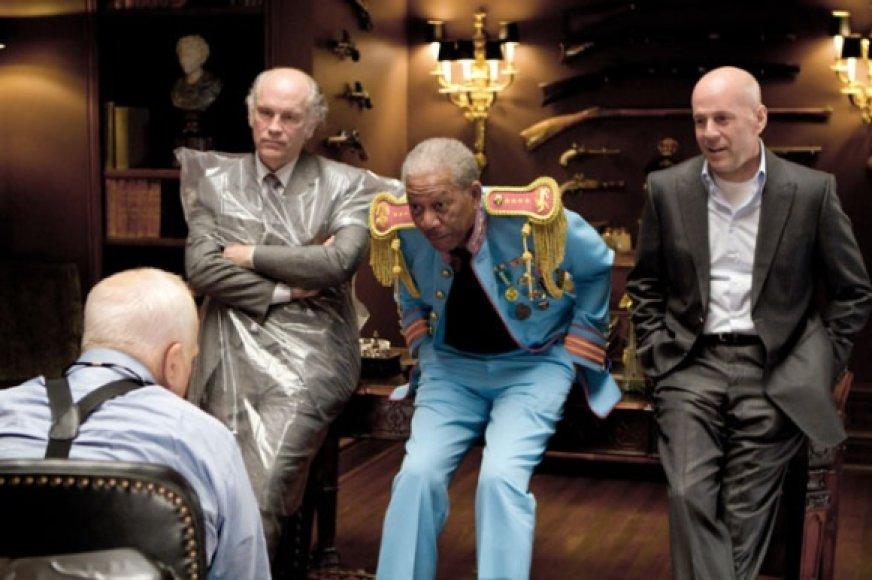 """Kino juostoje """"Rizikinga erzinti diedukus"""" išvysite ir J.Malkovichių, ir M.Freemaną, ir B.Willisą."""