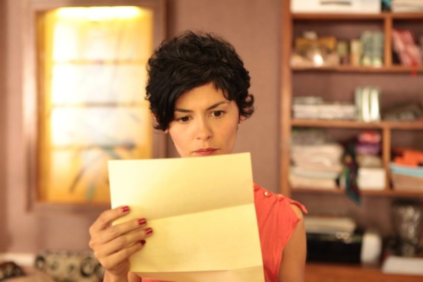"""Filme """"Prancūziška apgaulė"""" Audrey Tautou – kirpyklos bendrasavininkė Emilė."""