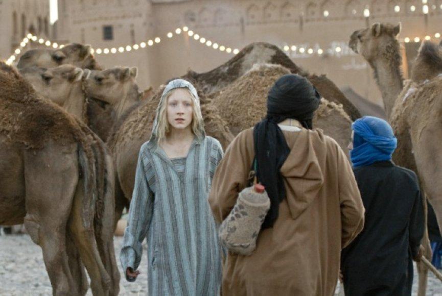 Hanos vaidmenį sukūrė aktorė Saoirse Ronan.