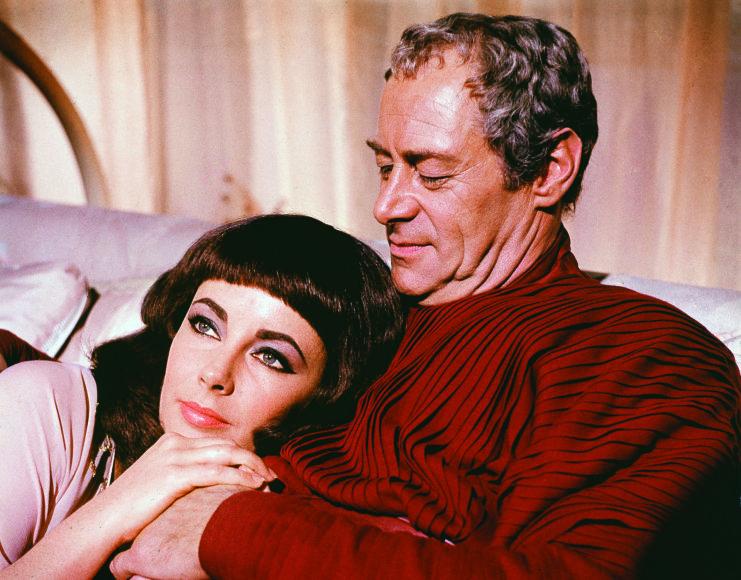 """Vida Press nuotr./Įdomu, kad visi aktoriai tvirtino, jog Liz ir Richardas buvo labai šaunūs, o baisiausia buvo dirbti su Cezariu – Rexu Harrisonu, tikru """"šikniumi"""" ir """"šunsnukiu"""""""