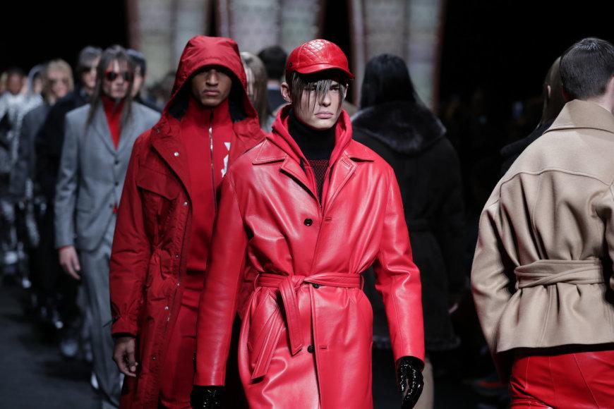 """Vida Press nuotr./""""Versace"""" 2017-2018 m. rudens-žiemos kolekcijos pristatymas"""