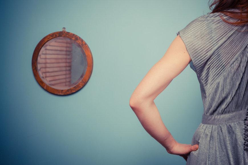 Vida Press nuotr./Moteris ir veidrodis