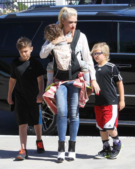 Vida Press nuotr./Gwen Stefani su vaikais