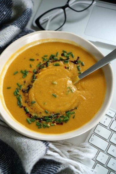 Šildanti ankštinių ir saldžiųjų bulvių sriuba
