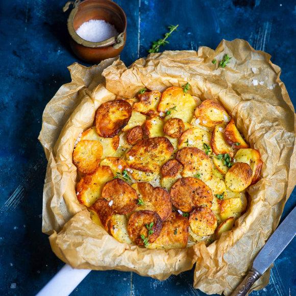 Bulvių ir svogūnų apkepas su ančių taukais