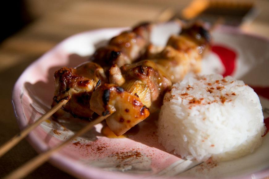 """Japoniškas vištienos patiekalas """"jakitori"""""""