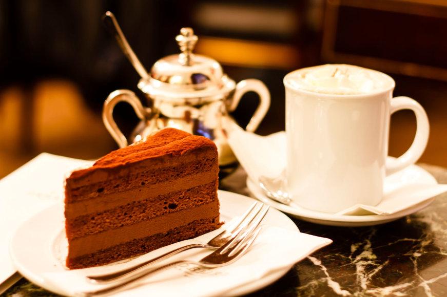 Vida Press nuotr./Pyragas ir kava kavinėje Vienoje