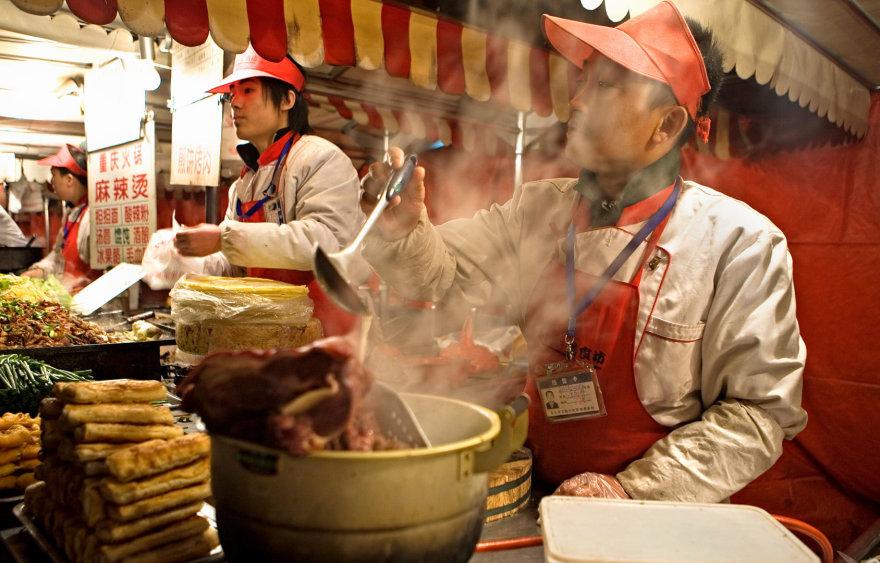Vida Press nuotr./Donghuamen naktinis maisto turgus Pekine