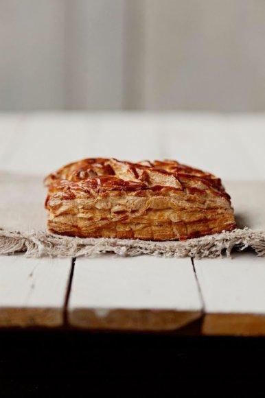 """Kepyklėlės """"Boulangery"""" sluoksniuotos tešlos pyragas"""