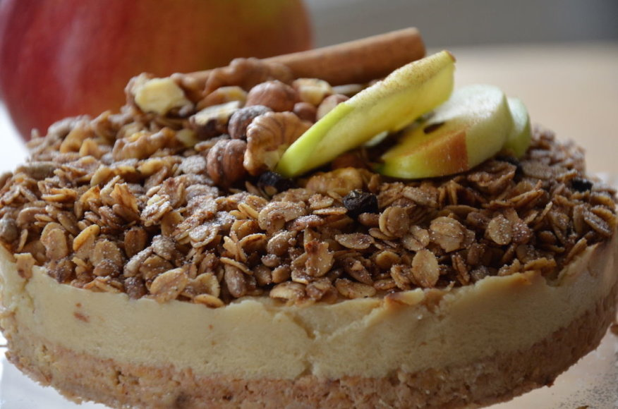 Sveikuolių obuolių tortas su granola