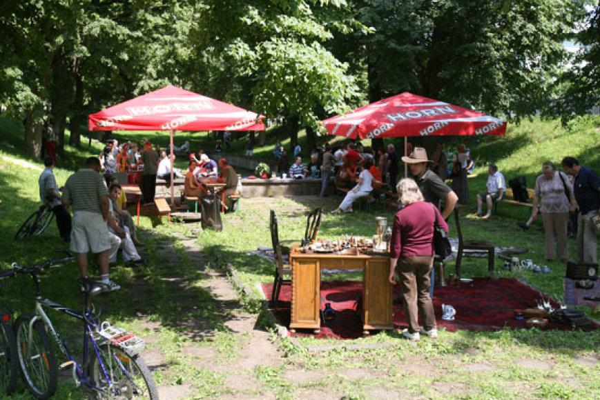 Nuo šiol kiekvieną vasaros sekmadienį ant Kauko laiptų šurmuliuos spalvingas senienų turgus.