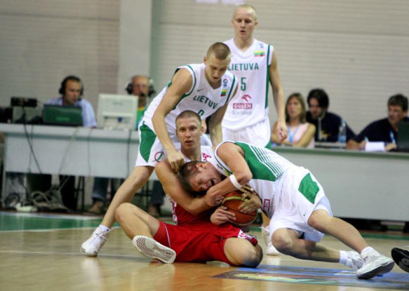Pirmenybių starte lietuviai netikėtai nusileido rusams.