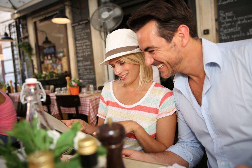 123rf.com nuotr./Pora restorane Romoje