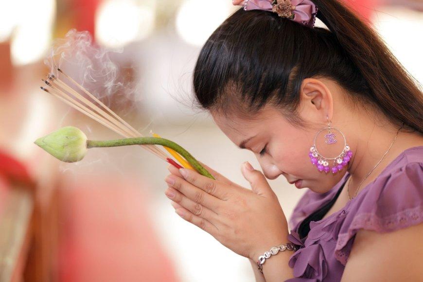 123rf.com nuotr./Tailande per Šv. Valentino dieną neretai keliaujama į šventyklas