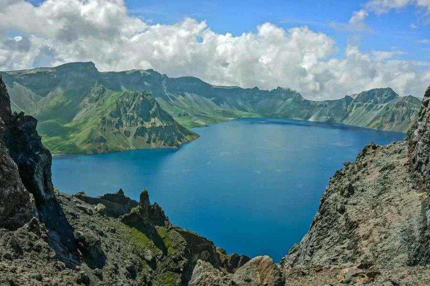 http:Traveltransmissions.com//Dangiškasis ežeras Kinijoje