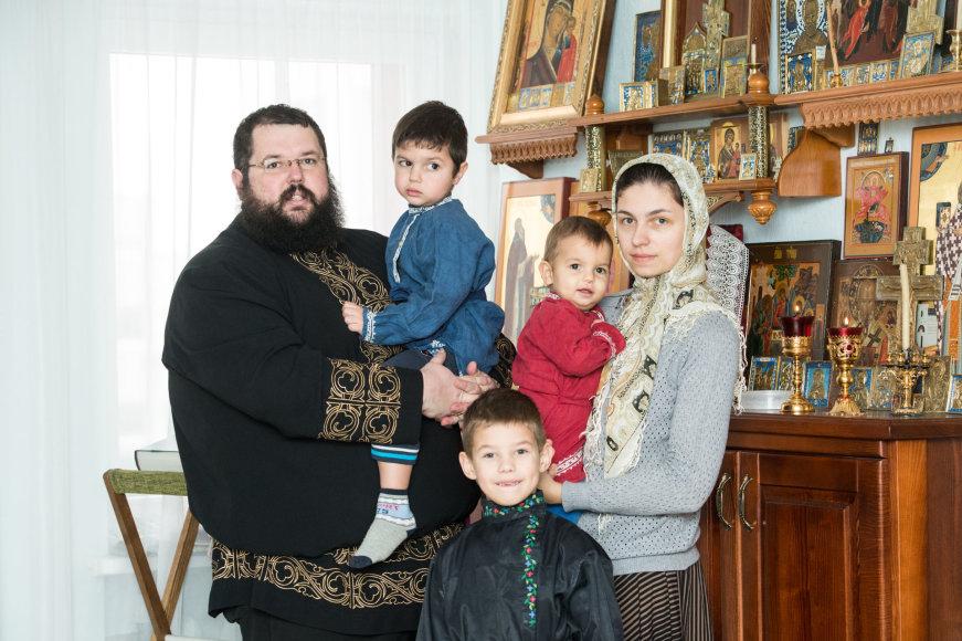 Arkadijaus Babachino/Fotografas.co nuotr./Kauno sentikių religinės bendruomenės dvasinio tėvo Sergijaus Krasnopiorovo šeima