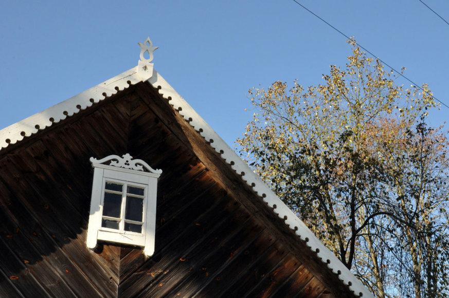 Neries regioninio parko direkcijos nuotr./Net trys namai Grabijoluose šią vasarą pasipuošė tradicine puošyba