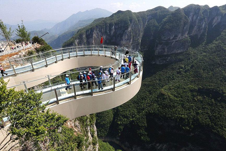 Stiklinis tiltas leidžia geriau apžiūrėti didingą gamtos stebuklą