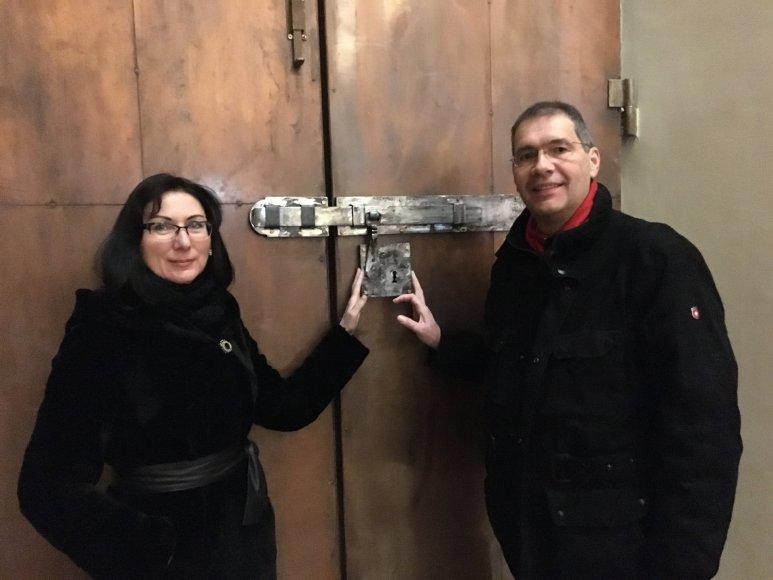Asmeninės nuotr./Gintaras Šmatavičius ir Daiva Šmatavičienė prie Šventųjų durų