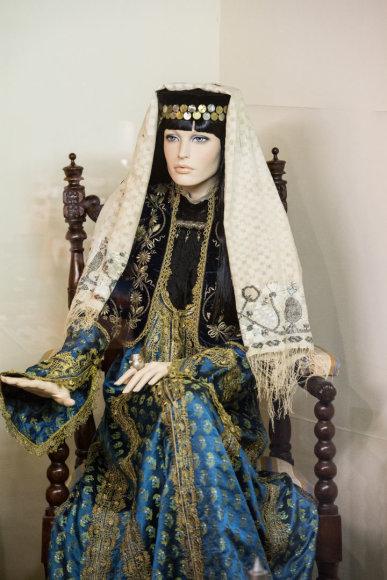 Arkadijaus Babachino/Fotografas.co nuotr./Tradiciniai moters karaimės rūbai, išsiskiriantys dekoru ir siuviniais