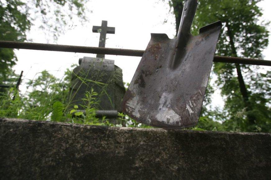 Relikvijų vagis vis labiau domina Lietuvoje išlikusios senos kapinės, kiti saugomi kultūros objektai.