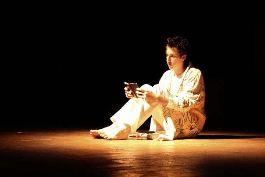 """Spektaklį """"Sveiki!"""" kūrė jaunimas, jame atskleistas jaunų žmonių požiūris į gyvenimą – džiaugsmus bei problemas"""