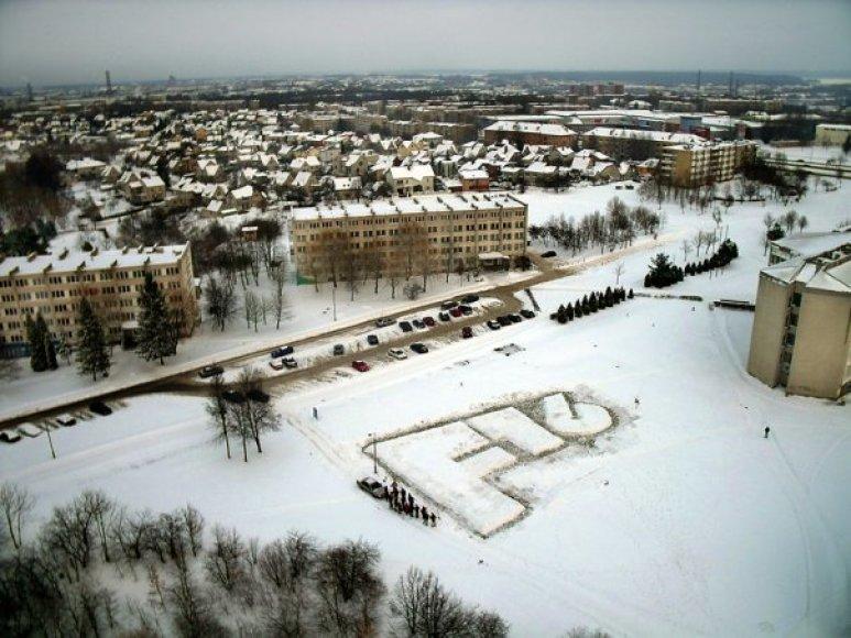 KTU studentų užrašas iš sniego