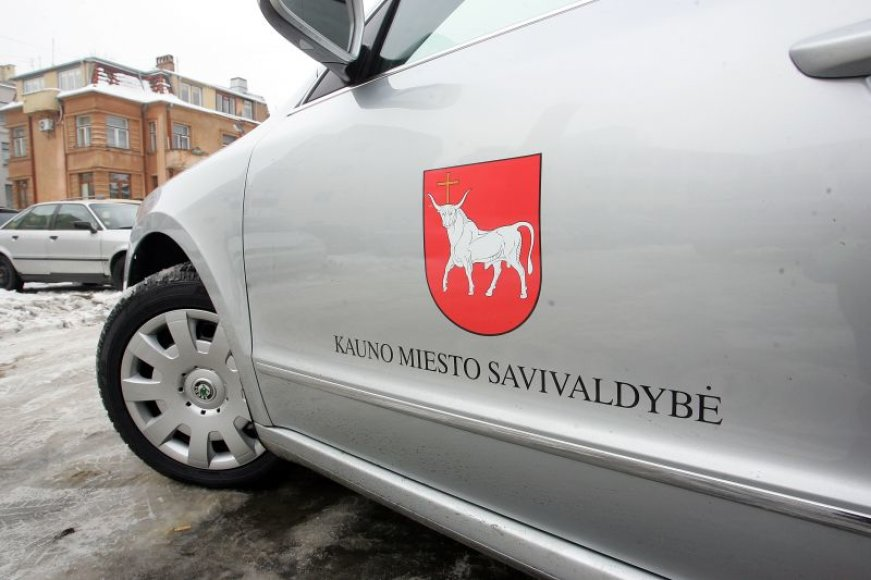 """PavadinimasSavivaldybės vadovai """"Škoda Superb"""" automobiliais bus vežiojami artimiausius ketverius metus."""