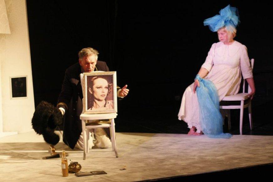 D.Lipskerovo pjesės personažai Jelena ir Šturmanas prisimena praeitį, priekaištauja, myli vienas kitą ir pyksta