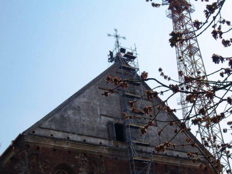 Keliami atnaujinti kryžiai