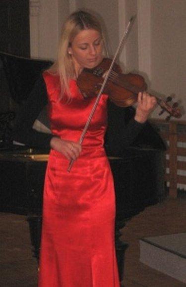 Labdaros koncerte neatlygintinai koncertavo keletas muzikantų, tarp kurių ir Viktorija Kukauskaitė