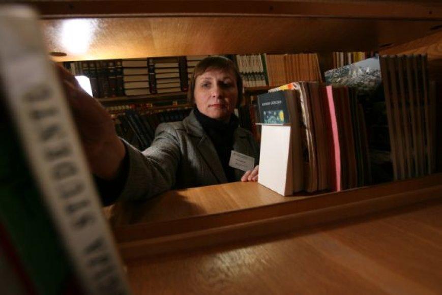 """Bendradarbiauti su skolų išieškojimo įmone bibliotekininkai nutarė praradę viltį kitais būdais susigrąžinti skaitytojų ilgam """"pasiskolintus"""" leidinius."""