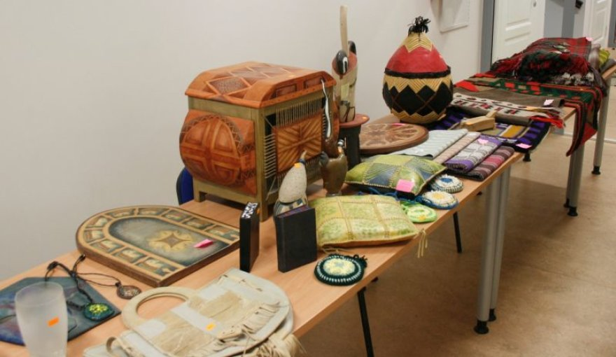 Mugėje bus galima įsigyti įvairių Kauno kolegijos studentų ir dėstytojų sukurtų meno kūrinių