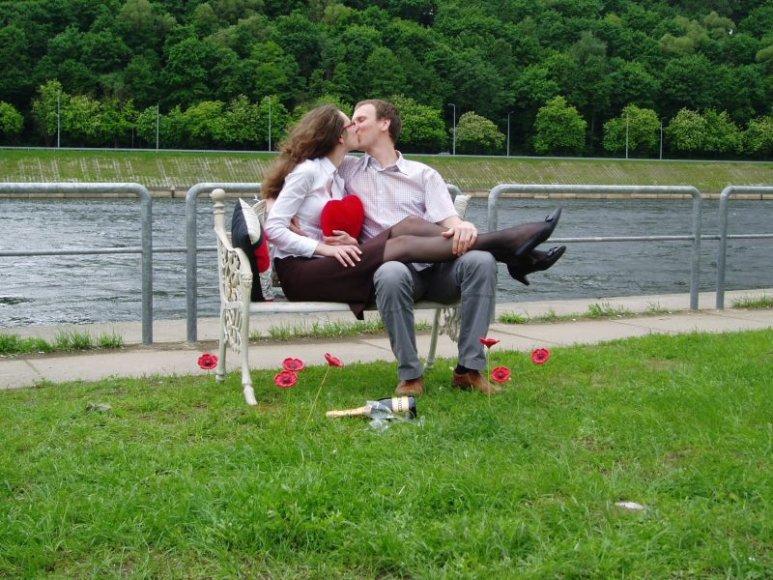 Įsimylėjėlių suolelis šeštadieniais stovės Senojoje Nemuno krantinėje
