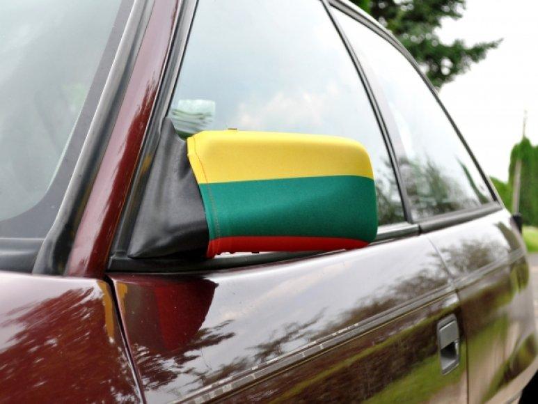 Mašinos veidrodėlio vėliavėlė - naujovė, siūloma krepšinio sirgaliams.