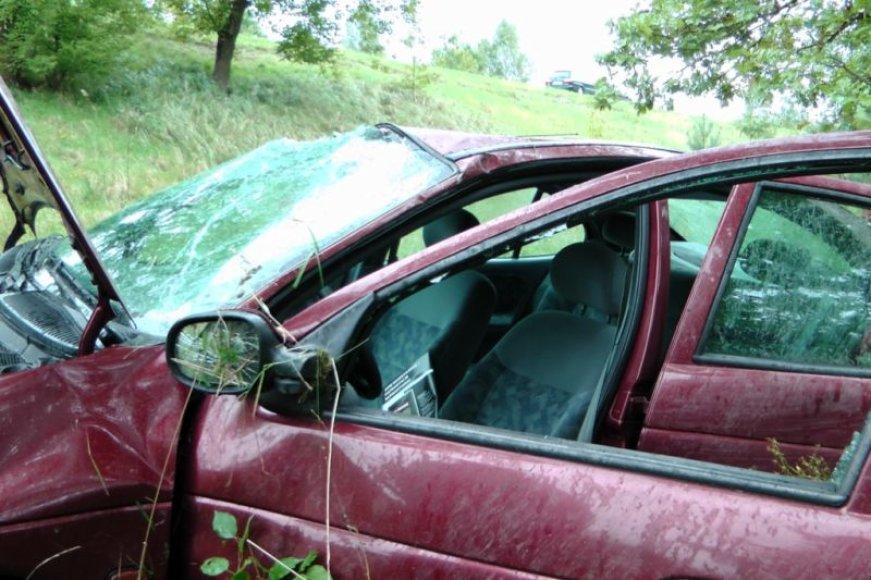 Nuo skardžio nuskridęs automobilis