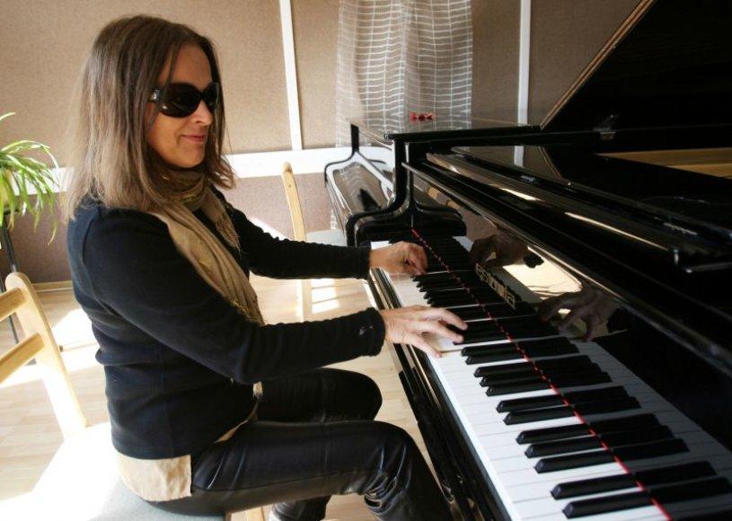 Koncerte pati G.Jautakaitė gros ne tik fortepijonu, bet ir lietuviams neįprastais instrumentais – vokoderiu ir Mugo arfa.
